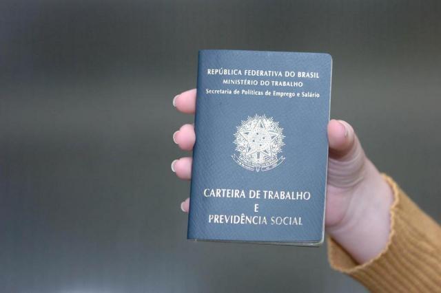 Não assinar carteira de trabalhador doméstico vai render multa; entenda Roberto Scola/Agencia RBS