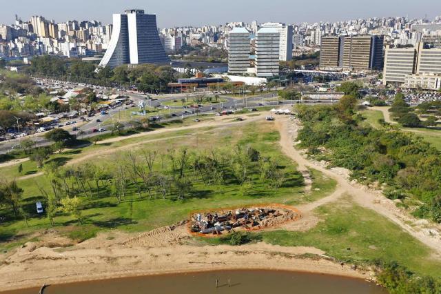 Obra que simula queda de satélite em Porto Alegre abre 9ª Bienal do Mercosul Félix Zucco/Agencia RBS