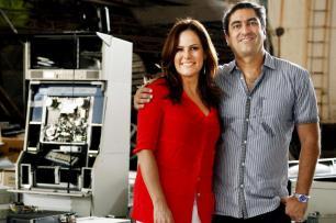 Apresentadores anunciam no ar a troca de comando no Fantástico TV Globo/Divulgação