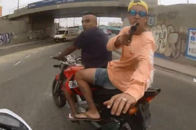 Motociclista filma roubo da própria moto e mostra PM atirando no ladrão em São Paulo Reprodução/Reprodução