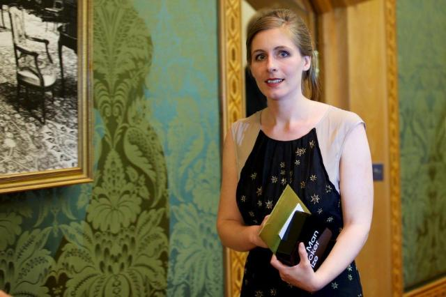 Eleanor Catton é a mais jovem ganhadora do Man Booker Prize Andrew Cowie/AFP