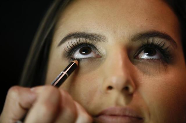 Mau uso da maquiagem pode causar problemas oculares Jessé Giotti/Agencia RBS