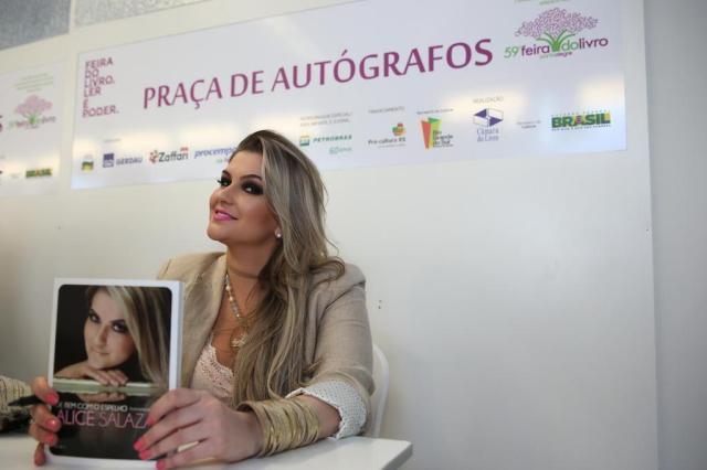 Alice Salazar lança livro De bem com o Espelho e participa de bate-papo Ricardo Duarte/Agencia RBS