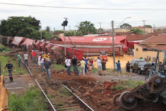 Sobe para oito o número de mortes em acidente com trem em São Paulo HAMILTON PAVAM/DIÁRIO DA REGIÃO/ESTADÃO CONTEÚDO