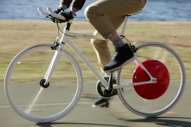 """Lançada roda de bicicleta que estoca energia para """"ajudar"""" ciclista Copenhagen Wheel/Reprodução Youtube"""
