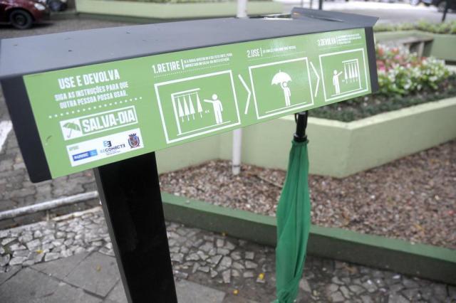 Publicitários fazem apelo pela devolução de guarda-chuvas distribuídos de graça em Santa Cruz do Sul Janaina Zilio/Especial