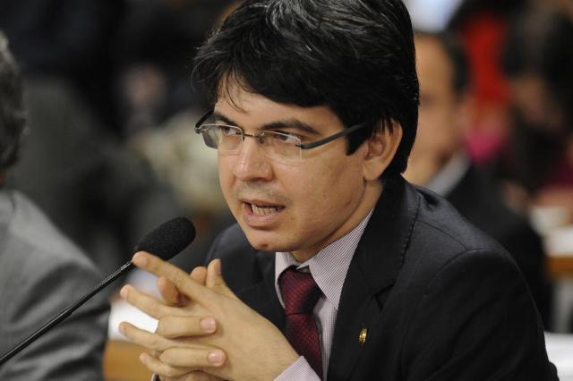 """""""Uma ação de autodefesa do sistema político"""", diz Randolfe Rodrigues sobre PEC da blindagem Fabio Rodrigues Pozzebom/Agência Brasil,divulgação"""