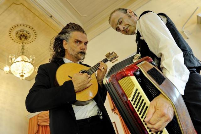 Com 30 anos de Tangos & Tragédias, Nico Nicolaiewsky e Hique Gomez apresentam a Grande Orquestra da Sbórnia Adriana Franciosi/Agencia RBS