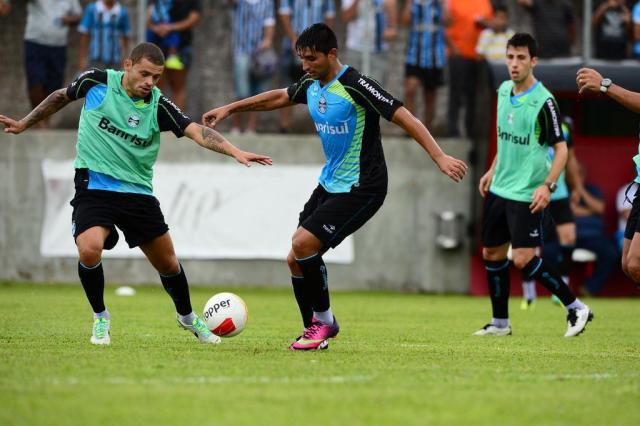 Primeiro treino do Grêmio com bola tem técnica apurada de Alán Ruiz, aplausos para gols e susto de goleiro Tadeu Vilani/Agência RBS