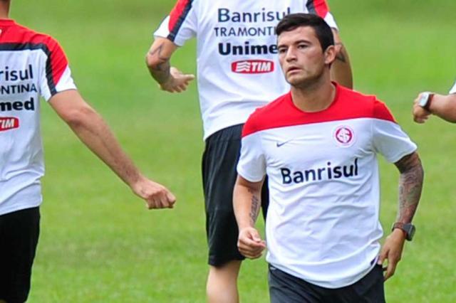 Em alta com Abel e direção, chileno Aránguiz será comprado em definitivo pelo Inter Félix Zucco/Agência RBS/