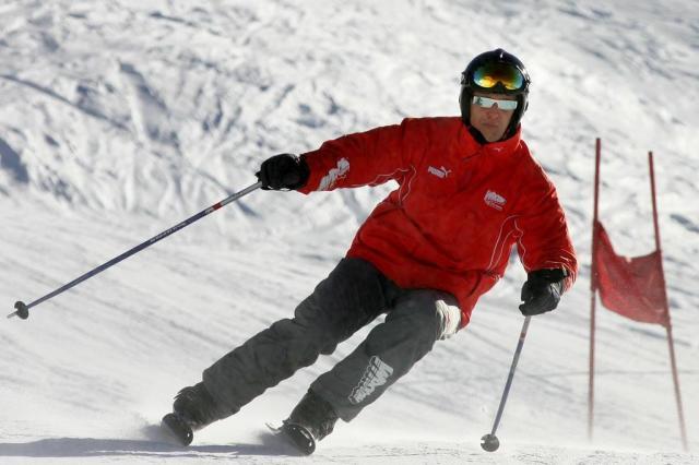 """Em recuperação, Schumacher tem """"momentos de consciência"""" PATRICK HERTZOG/AFP"""
