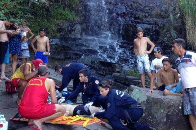 Mulher morre após queda de cachoeira na Costa da Lagoa, em Florianópolis CBMSC/CBMSC