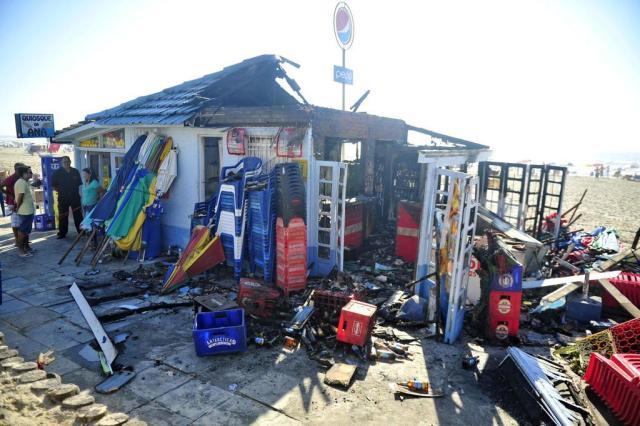 Incêndio atinge dois quiosques na beira-mar de Capão da Canoa Félix Zucco/Agencia RBS