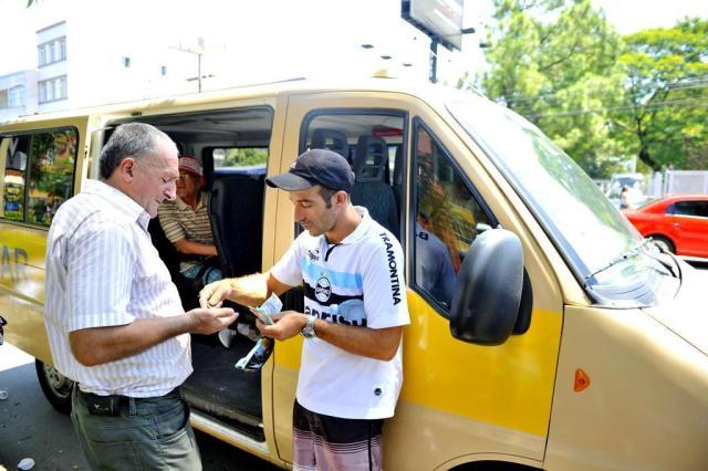 Vans escolares circulam em Porto Alegre para suprir falta de ônibus Lívia Stumpf/Agencia RBS