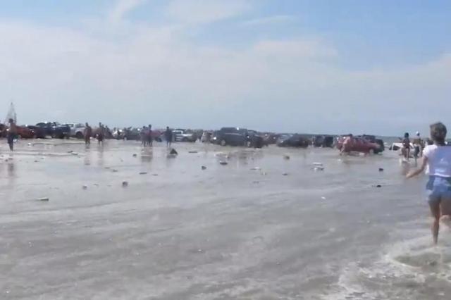 Fenômeno provoca onda que assusta veranistas do Balneário Cassino, no Litoral Sul Youtube/Reprodução