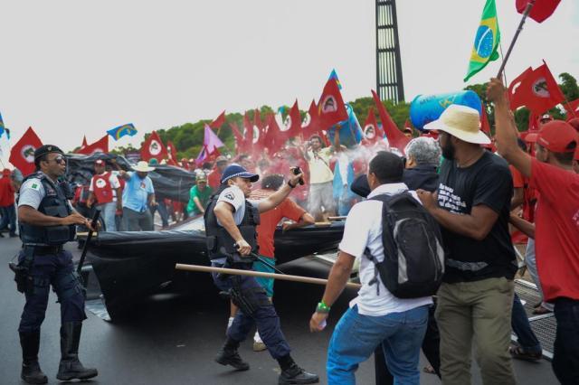 Marcha do MST em Brasília termina com pelo menos 10 feridos   Fabio Rodrigues Pozzebom/ABR
