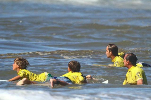 Unidas pelo surfe, família Leal possui três gerações apaixonadas pelo esporte Harleyson de Almeida/