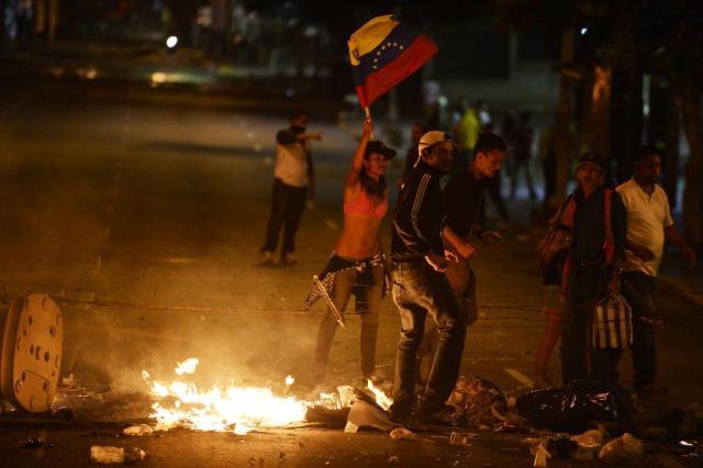 Exército dispersa manifestantes com gás lacrimogêneo na Venezuela Juan Barreto/AFP