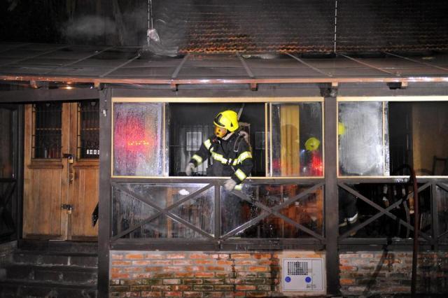Em menos de cinco horas, restaurante pega fogo duas vezes em Porto Alegre Diogo Zanatta/Especial