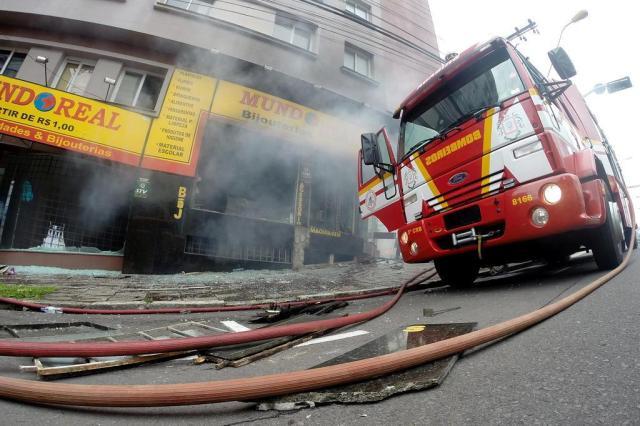 Prédio atingido por incêndio na quinta segue interditado, em Caxias do Sul 1/Agencia RBS