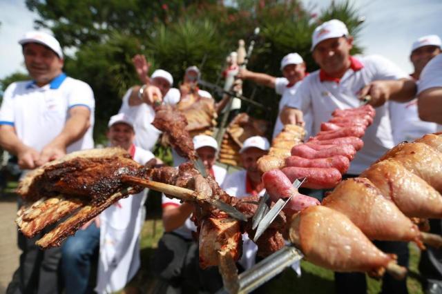 Churrasco mais longo do mundo corre atrás de carne para chegar ao Guinness Diego Vara/Agencia RBS