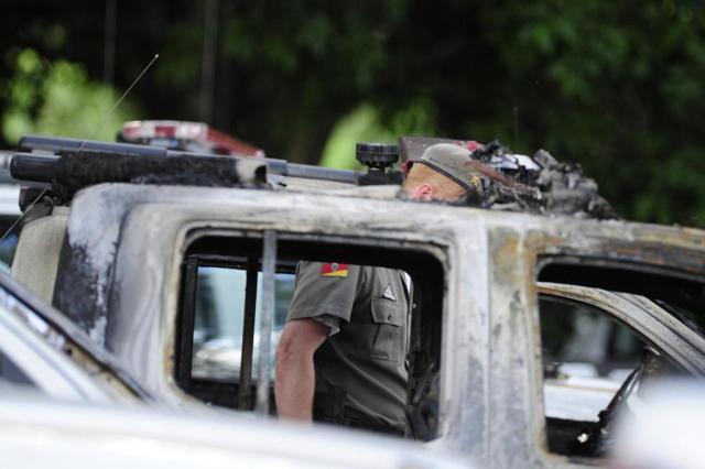 Polícia investiga envolvimento de PMs em caso de incêndio de viaturas em Porto Alegre Ronaldo Bernardi/Agencia RBS