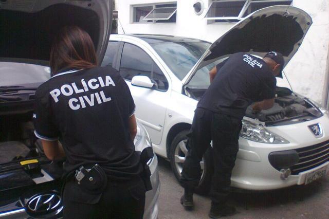 Nove pessoas são presas suspeitas de participar de esquema de roubo e clonagem de veículos Polícia Civil/Divulgação