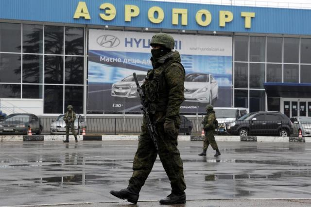 """Obama diz que qualquer intervenção russa na Crimeia """"terá custos"""" VIKTOR DRACHEV/AFP"""