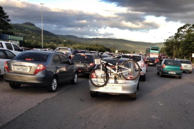 Estradas registraram fluxo intenso no caminho para a praia Gustavo Roth/Agência RBS
