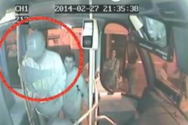 Polícia tenta localizar na Região Metropolitana dupla envolvida na morte de motorista de lotação  Reprodução/Reprodução