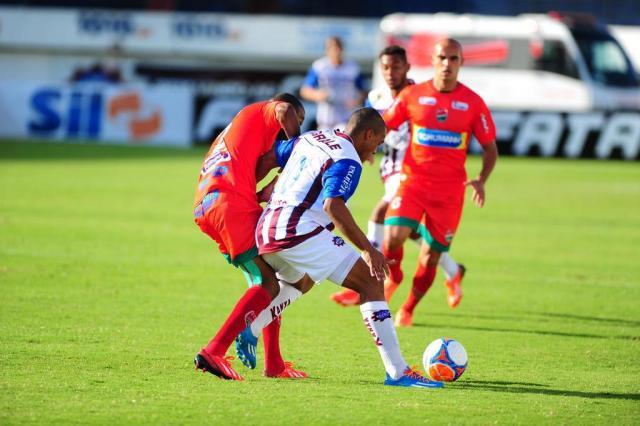 Thiago Santana sai do banco, marca dois gols e garante virada do Caxias por 2 a 1 sobre o Passo Fundo /Agencia RBS