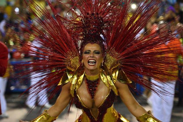 Escolas têm problemas no primeiro dia de desfiles na Sapucaí CHRISTOPHE SIMON/AFP