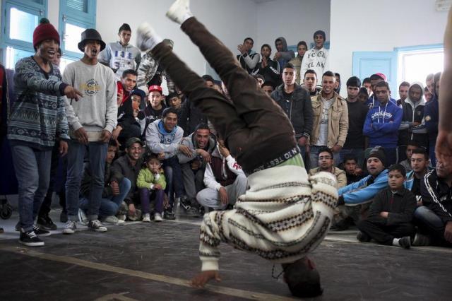 Dança break afasta jovens tunisianos do extremismo Tara Todras-Whitehill/NYTNS