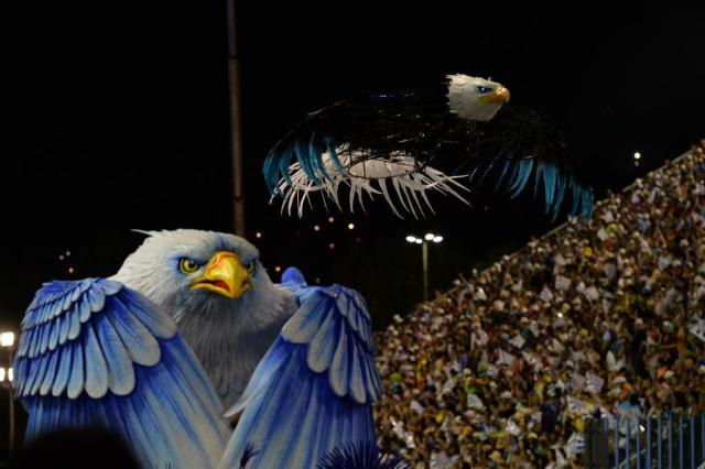 Portela empolga e Vila Isabel decepciona no segundo dia do Carnaval do Rio de Janeiro YASUYOSHI CHIBA/AFP