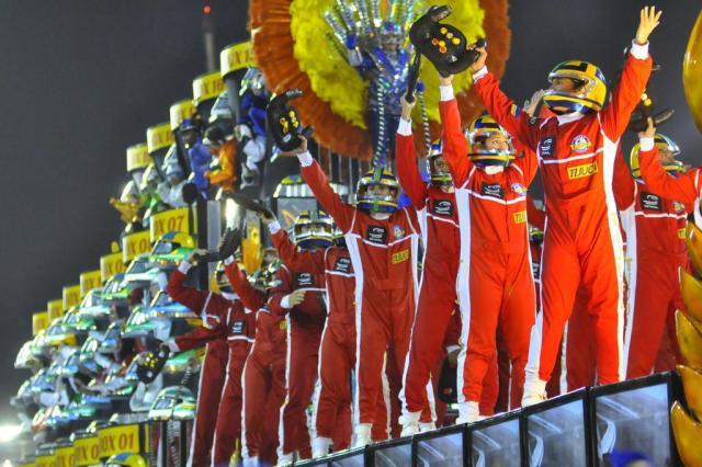 Senna 'dá banho' na Sapucaí e faz Tijuca brigar pelo título do Carnaval do Rio Fernando Cazaes/AgNews