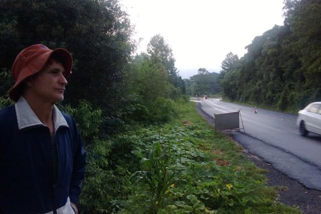 """""""Cansei de tirar gente morta dos carros"""", diz morador da região do acidente que deixou três mortos na Rota do Sol Róger Ruffato/ Agência RBS/"""