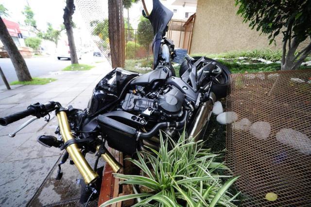 Motoqueiro sofre acidente grave na descida da Rua Silveiro Ronaldo Bernardi/Agencia RBS