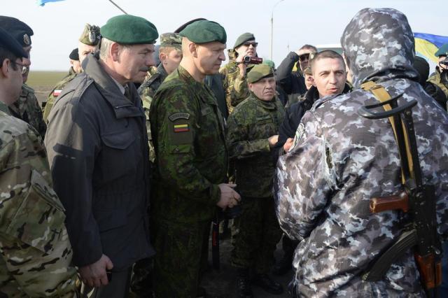 Observadores militares são novamente impedidos de entrar na Crimeia ALEXANDER NEMENOV/AFP