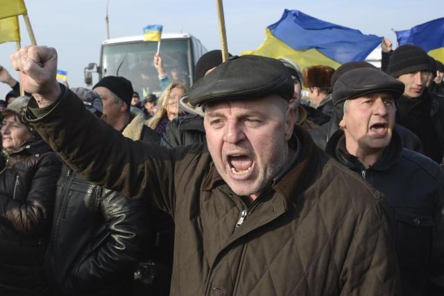 Rússia aceita possível adesão da Crimeia e ameaça cortar gás para Ucrânia ALEXANDER NEMENOV/AFP