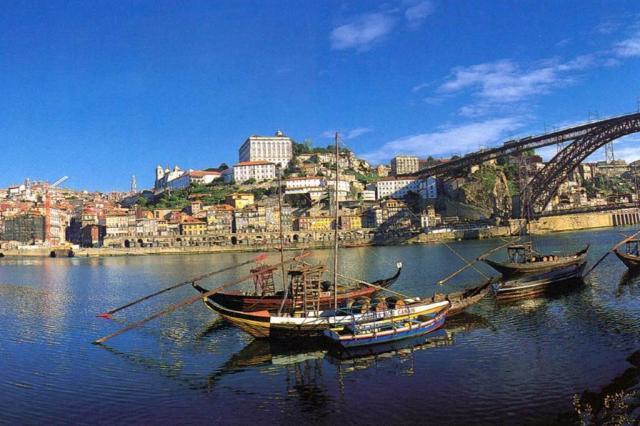 Roteiros perfeitos para um bate-volta a partir da cidade do Porto  Ver Descrição/Ver Descrição