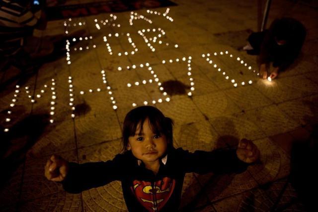 Buscas por avião da Malaysia Airlines desaparecido são estendidas MANAN VATSYAYANA/AFP
