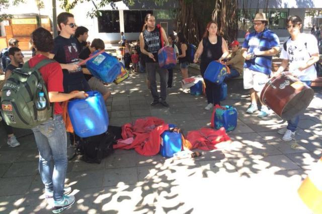 AO VIVO: Manifestação contra aumento da passagem de ônibus ocorre na Praça Saldanha Marinho em Santa Maria Jean Pimentel/Agência RBS