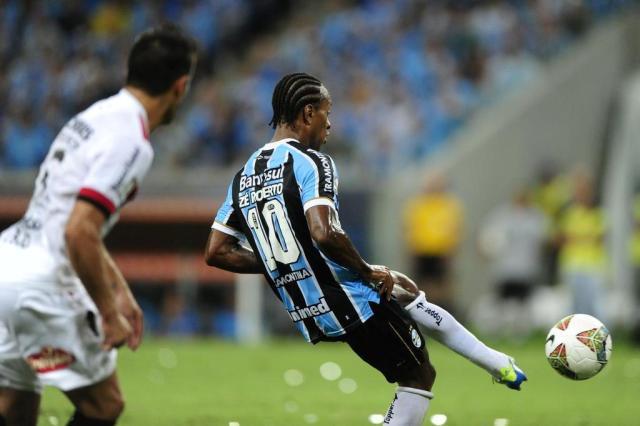 Zé Roberto para por um mês e Werley é dúvida para jogo contra o Newell's Félix Zucco/Agencia RBS
