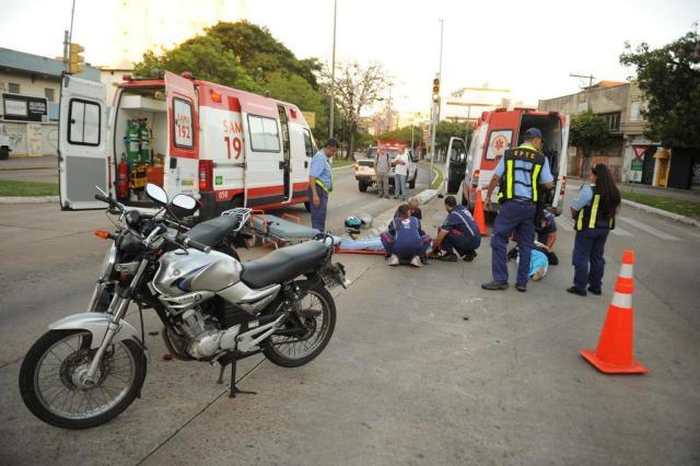 Acidente com duas motos provoca lentidão no trânsito no bairro Azenha  Diogo Zanatta/Especial