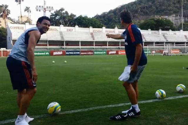 VOCÊ VIU? Renato Portaluppi e Fred fazem desafio após treino no Fluminense Reprodução/