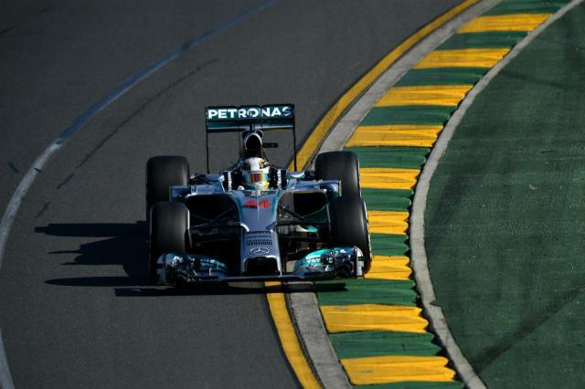 Após problemas em primeiro treino, Hamilton lidera sessão na Austrália SAEED KHAN / AFP/