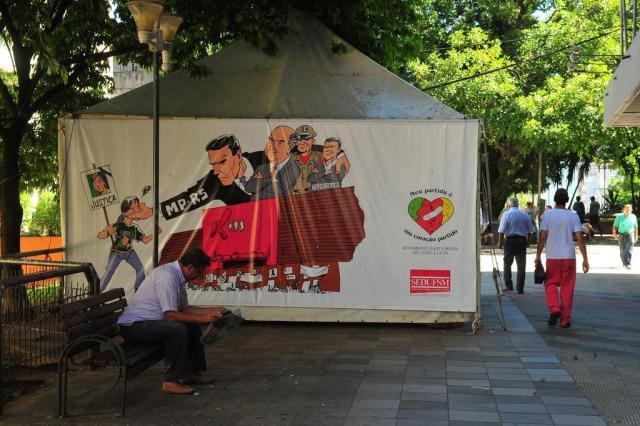Prefeitura ordena retirada de tenda da vigília da Kiss da Saldanha Marinho Jean Pimentel/Agência RBS