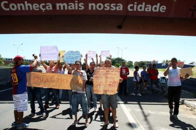 Moradores fazem protesto para entrega de apartamentos do Minha Casa, Minha Vida Charles Dias/Especial