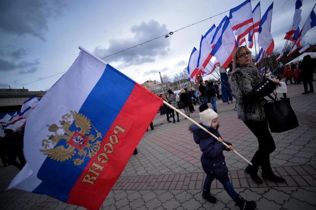 Com fim de referendo na Crimeia, União Europeia e Estados Unidos dizem que não reconhecerão resultado Filippo MONTEFORTE/AFP