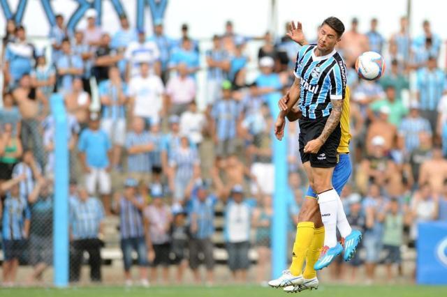 Jean Deretti marca duas vezes, Grêmio faz 3 a 0 no Pelotas e garante liderança do grupo Bruno Alencastro/Agencia RBS